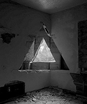 »Two triangles« 2013, Echtpigmentprint auf Faserpapier, 152 x 122 cm