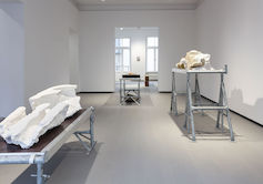 »Don't think about death« Ausstellungsansicht